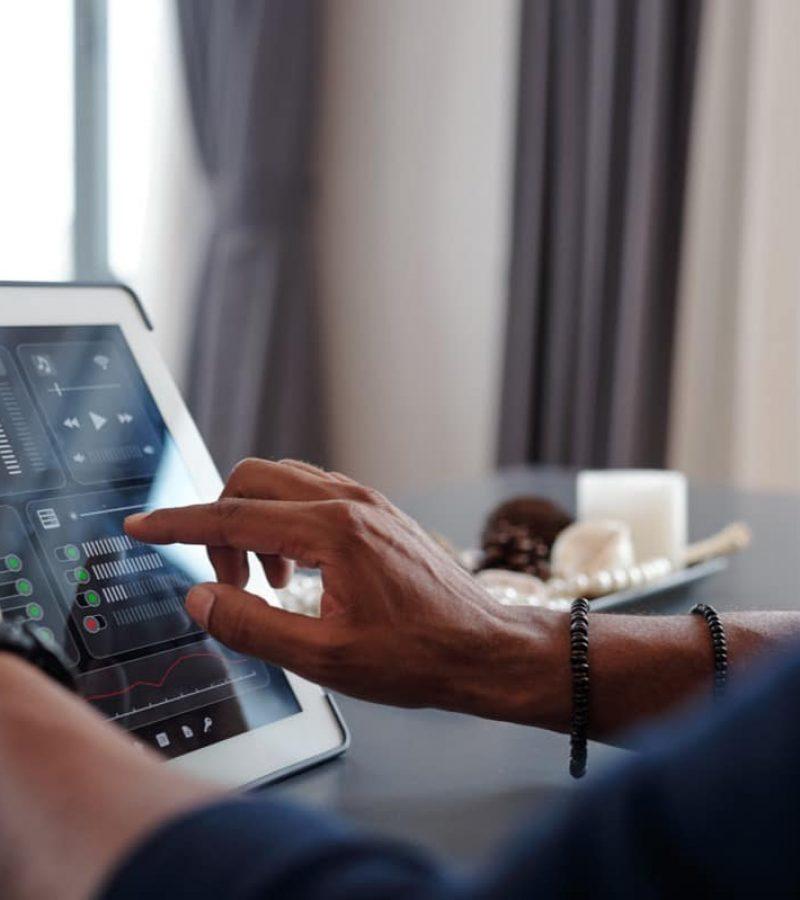 Bruker smarthus fra tablett